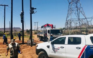 WORKING PROUD IN NORTHERN CAPE Gridbow team on site constructing a 7 km 22 kV line in Noupoort